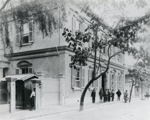 베델이 조선에 오기 직전인 1903년 형제들과 함께 '베델 브러더스'를 운영하며 살았던 일본 고베시 나카마치 55번지 터. 지금은 미쓰이 스미모토 은행이 들어서 있다.