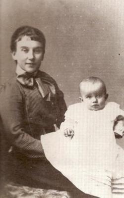 1901년 생후 6개월 된 외아들 허버트 오언 친키 베델(오른쪽)을 안고 있는 베델의 부인 메리 모드 게일.  정진석 교수 제공
