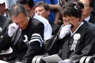 [서울포토] 故 노회찬 의원 영결식… 눈물 흘리는 가족…