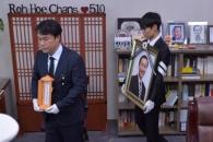 [서울포토] 사무실에 마지막 인사하는 故 노회찬 의원