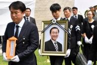[서울포토] 의원회관으로 향하는 故 노회찬 의원 영정