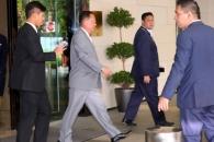[포토] '숙소 나서는' 리용호 북한 외무상, ARF 참석…