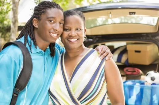 청소년기나 청년기의 사람들은 고민이 있거나 어려운 문제에 닥쳤을 때 여전히 친구보다는 부모를 선호한다는 실험심리학 결과가 발표됐다. UCLA 제공