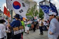 도심 광장 점령한 '태극기 부대'…이들의 막말과 무질서에 씁쓸한 시민들