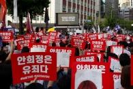 """""""안희정도, 사법부도 유죄다""""…분노한 여성들, 거리로 나서다"""
