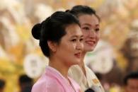 [포토] '고운 한복 자태' 북한 접대원, 이산가족상봉…