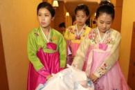 [포토] '이산가족 상봉' 남북 함께 먹을 도시락 옮기…