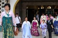 [포토] 이산가족 개별 상봉 행사 마치고 나오는 북측 …