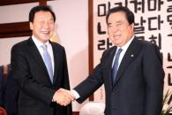 """손학규, 문의장 예방…""""개헌 이전에 선거제 개편을"""""""