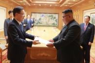 비핵화 돌파구 뚫기…특사단, 김정은 만났다