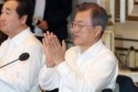 [서울포토] 박수치는 문재인 대통령