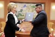 [포토] 푸틴 친서 전달받는 北 김정은
