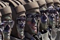 ICBM 없는 북한 열병식, 10만명 참가