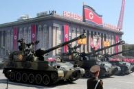 """美 자극 안하려고 ICBM 뺀 열병식…트럼프 """"땡큐, 김…"""