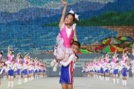[포토] '빛나는 조국' 공연하는 北어린이들