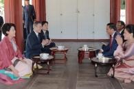 창덕궁 첫 환영식… 한국의 美에 감탄한 조코위 대통령…