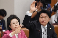 [서울포토] 헌법재판관 후보자 자질 비판하는 이은재,…