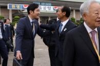 [서울포토] 남북 정상회담 특별수행단, 인사 나누는 이…