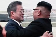 [평양정상회담] 문대통령-김위원장, 뜨거운 포옹으로 …