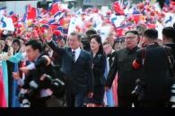 [서울포토] 문재인 대통령 맞이하는 북한 환영 인파