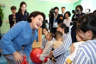 [서울포토] 김정숙 여사, 평양 옥류아동병원 방문