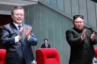 문대통령·김위원장, 집단체조 동반관람…15만 관중 기…