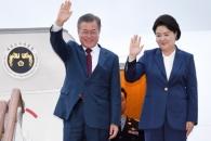 [서울포토] 서울공항 도착한 문재인 대통령과 김정숙 …