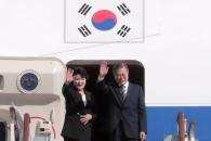 [서울포토] 유엔총회 참석차 출국하는 문재인 대통령