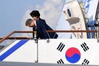 [서울포토] 뉴욕으로…문재인 대통령 부부 '잘 다녀오…