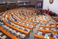 [서울포토] 텅 빈 국회 본회의장 자유한국당 자리