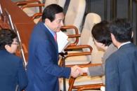 [서울포토] 국회 본회의 퇴장하는 심재철 의원