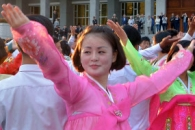 [포토] 고운 옷 차려입고 춤을…북한 청년 학생 무도회…