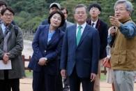 문대통령, 한글날 세종대왕릉 방문…'왕의숲길'서 애…