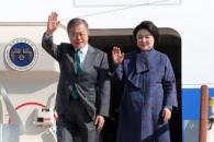 [포토] 유럽순방 마치고 귀국하는 문재인 대통령과 김…