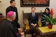[서울포토] 교황 알현 기다리는 문 대통령 내외