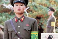 JSA 비무장화… 완장만 찬 北군인