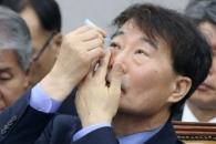 [포토] '인공눈물 처방중' 장하성 정책실장