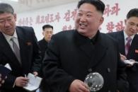 """김정은 """"세상은 변하고 있어""""…평북 유리공장서 현대…"""