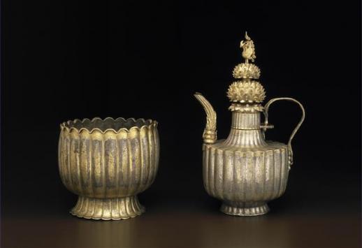 미국 보스턴박물관이 소장한 12세기 은제 금도금 주자와 그릇 받침.