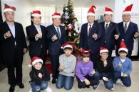 """국회 밝힌 크리스마스트리…""""새해엔 국민에게 희망을…"""