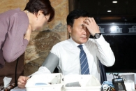 [포토] 단식 6일째…건강 상태 점검받는 손학규 대표