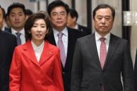 [서울포토] 비대위 회의 참석하는 나경원-김병준