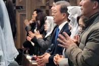 [포토] 문 대통령·김정숙 여사, 경남 양산서 성탄전야…
