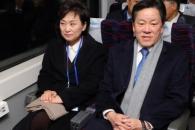 [포토] 남북 철도 도로 연결 착공식 참석하는 김현미 …