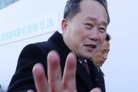 [포토] 손사래 치는 리선권 조국평화통일위원장