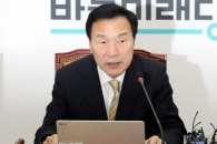 """손학규 """"문대통령, 경제철학 바꾸고 좌파참모들 내쳐…"""