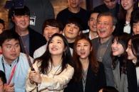 [서울포토] 문재인 대통령, 스타트업 창업자들과 '셀…