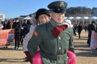 [포토] '우리 손자 해병대 됐네'