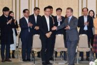개혁 동력 꺼질라…文, 경제 올인·속전속결 인사