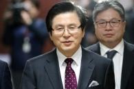 [포토] 한국당 입당하는 황교안 전 총리